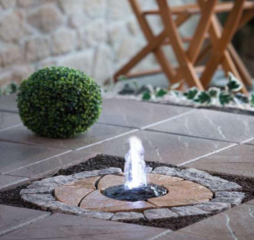 Garten- Boden-Springbrunnen Granit 66x66 cm